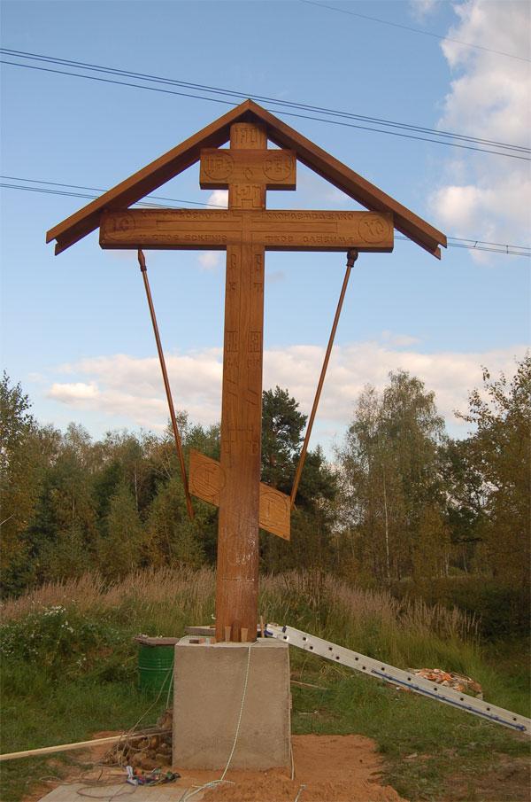 Сооружен поклонный крест в дизвара